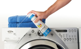 100137-method_laundry_detergent_in_use