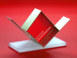 111108-trophy_red_DVP 320x240 100dpi
