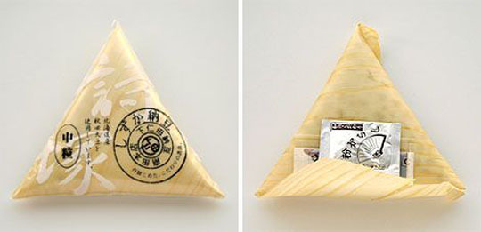 140112-Natto wrapped in a triangular wood shaving by Shimonita W540 100dpi