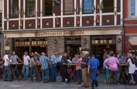 """The Düsseldorf Home brewery """"Zum Schlüssel"""" in the Bolkerstrasze in the Altstadt - Photo: Constanze Tillmann/Messe Duesseldorf"""
