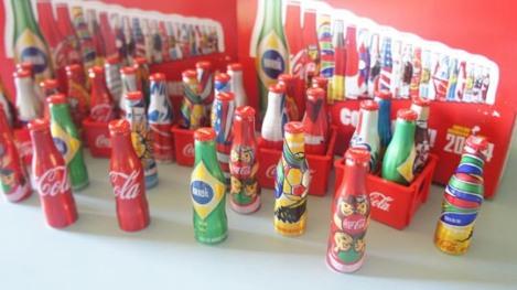 140109-coca-cola-mini-garrafinhas-copa-do-mundo-2014 W540 100dpi