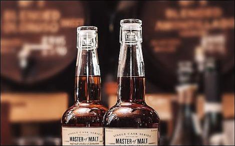 150438-Malt whisky with glass closure-W540 100dpi