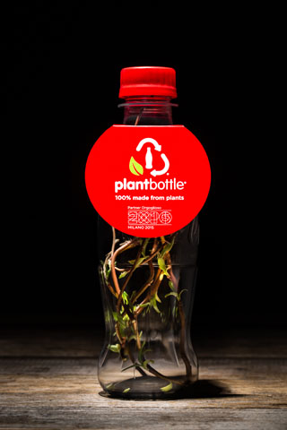 150564-coca-cola-produces-worlds-first-pet-bottle-made-entirely-from-plants03 W320 100dpi