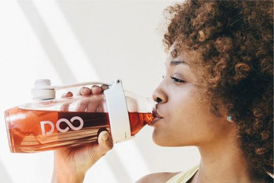 150860-Mulher bebendo Drinkfinity W540 100dpi