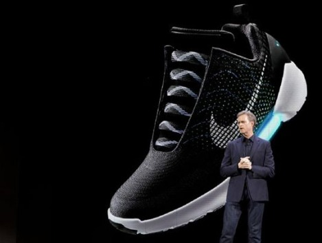 An image of the Nike HyperAdapt 1.0 is projected on a screen as Nike CEO Mark Parker speaks during a news conference - Photo: Mary Altaffer, AP
